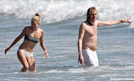 Sienna bir ara bikinisinin altını iç çamaşırıyla değiştirdi!
